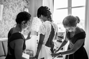 photographe mariages saint tropez habillage mariee
