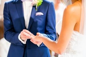 photographe mariage à marseille, photo de cérémonie religieuse passage alliance