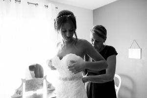 photographe mariage à marseille, photo des préparatifs habillage mariée