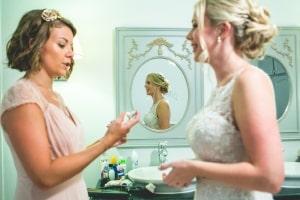 photographe mariage anglais en provence, photos habillage mariée