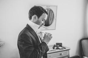 photographe mariages anglais en provence, photos préparatifs marié