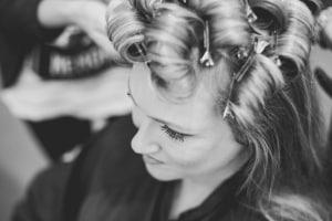 photographe de mariages à marseille, photo préparatifs coiffure mariée