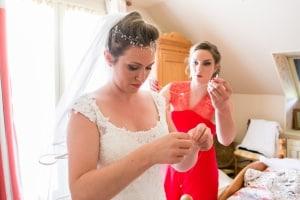photographe mariage à marseille, photo préparatifs robe mariée