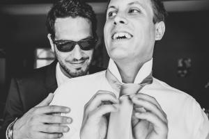 photographe de mariage, photo préparatifs du marié, provence